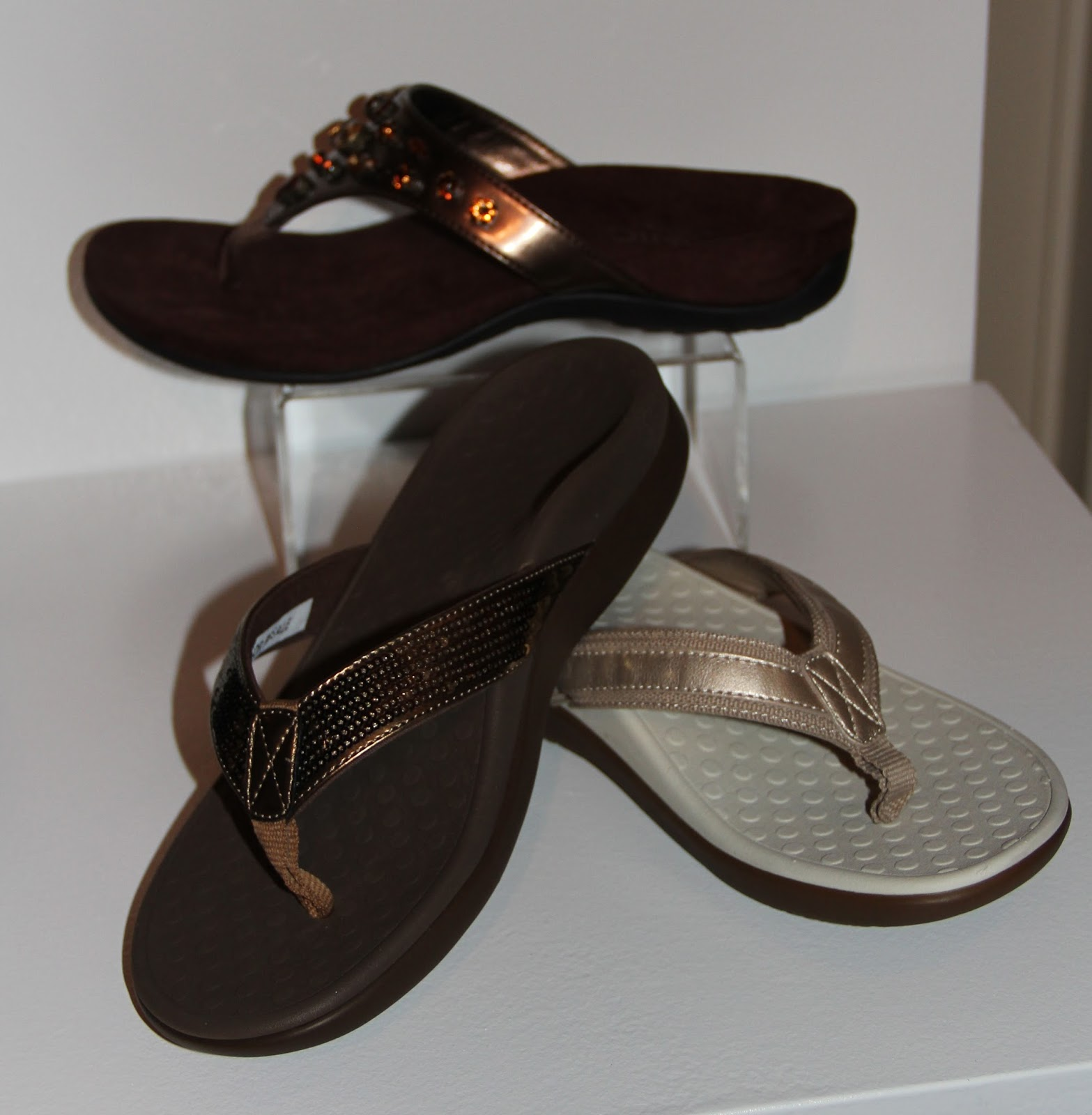 443490617 thongs-with metallic leather