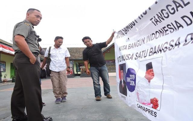 NEKAT!! Dandim Berani Copot Baliho Panglima TNI
