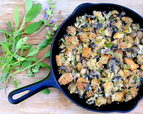 Spring Stuffing with Leeks & Mushrooms ♥ KitchenParade.com, lighter for spring, perfect with roast or rotisserie chicken.