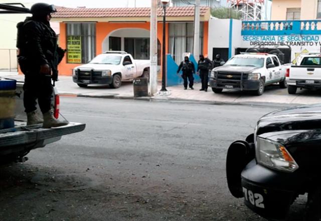 Estatales detienen a Sicarios en Tamaulipas momento despues llega comando a rescatarlos y los sacan de las Celdas
