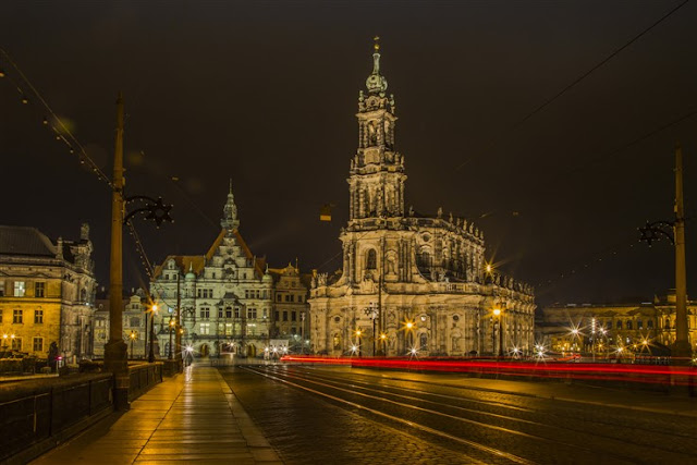 Hofkirchen Dresden in the night dresden italian church