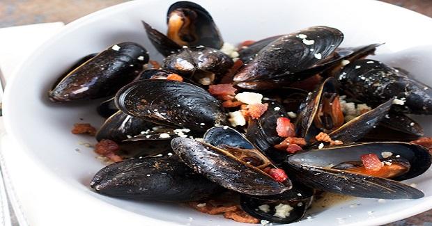 Bacon Gorgonzola Mussels Recipe