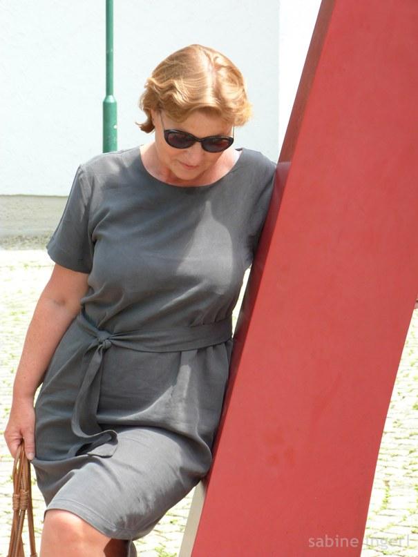 Schlichtes Sommerkleid in Dunkelgrün