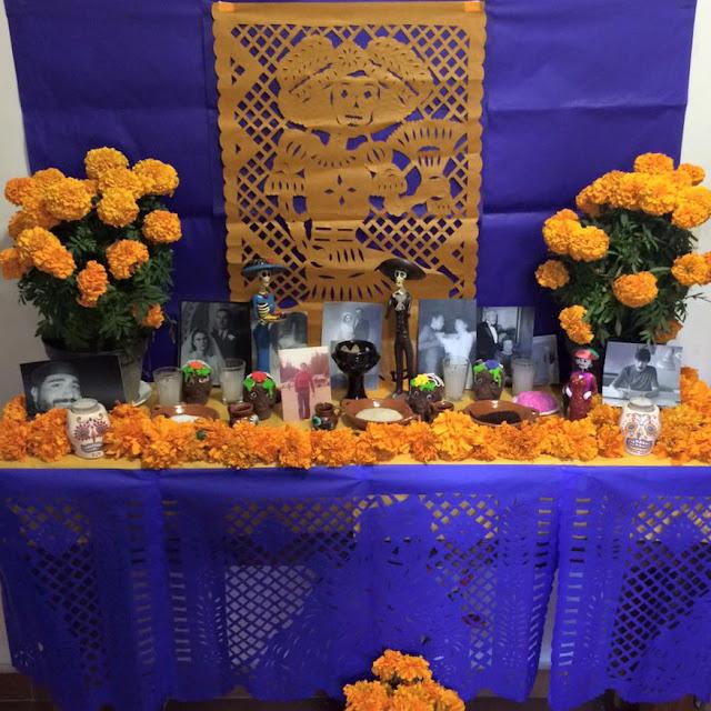 Altar tipico mexicano del dia de los muertos