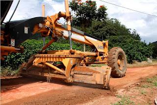 Prefeitura está trabalhando na recuperação das estradas do interior e na limpeza geral das áreas das escolas da área rural