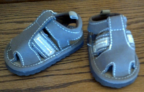 b1ff26b70 Adorable tiny brown sandals with a cute little puppy inside and