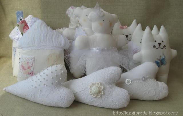 Белые котики