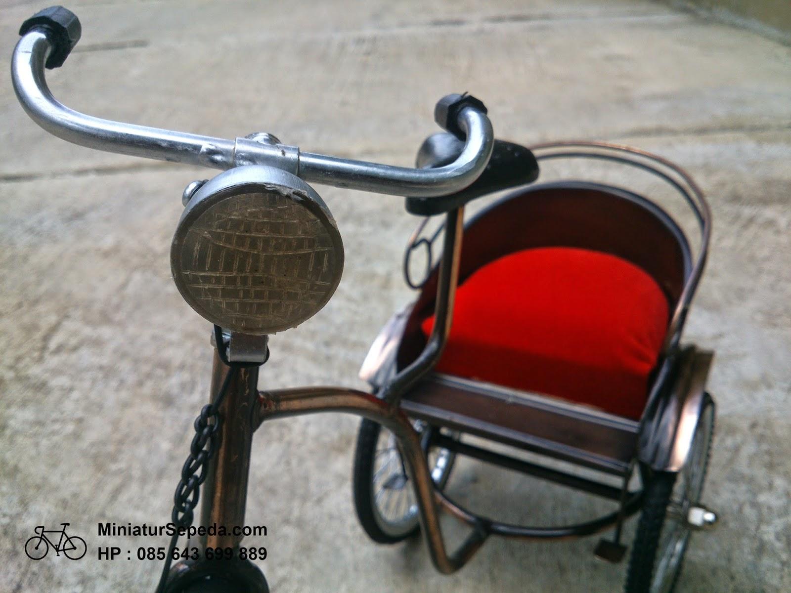 Miniatur Becak Logam