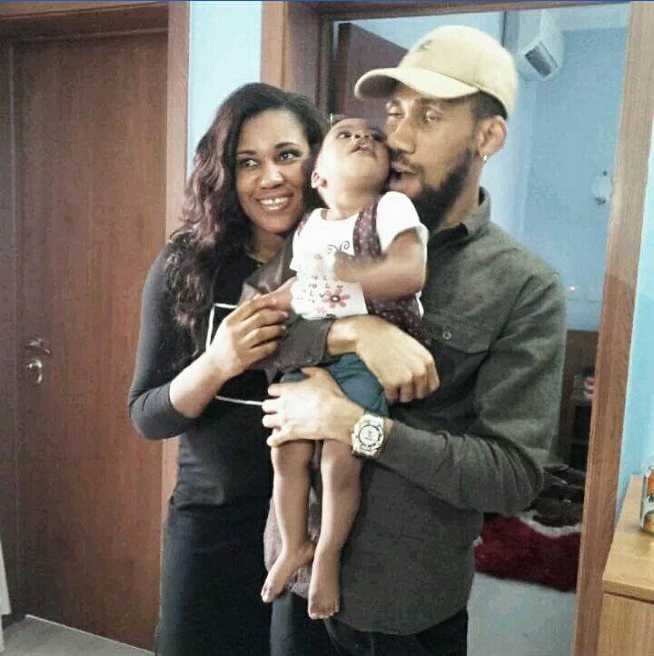 Phyno hangs out with his siblings and mother