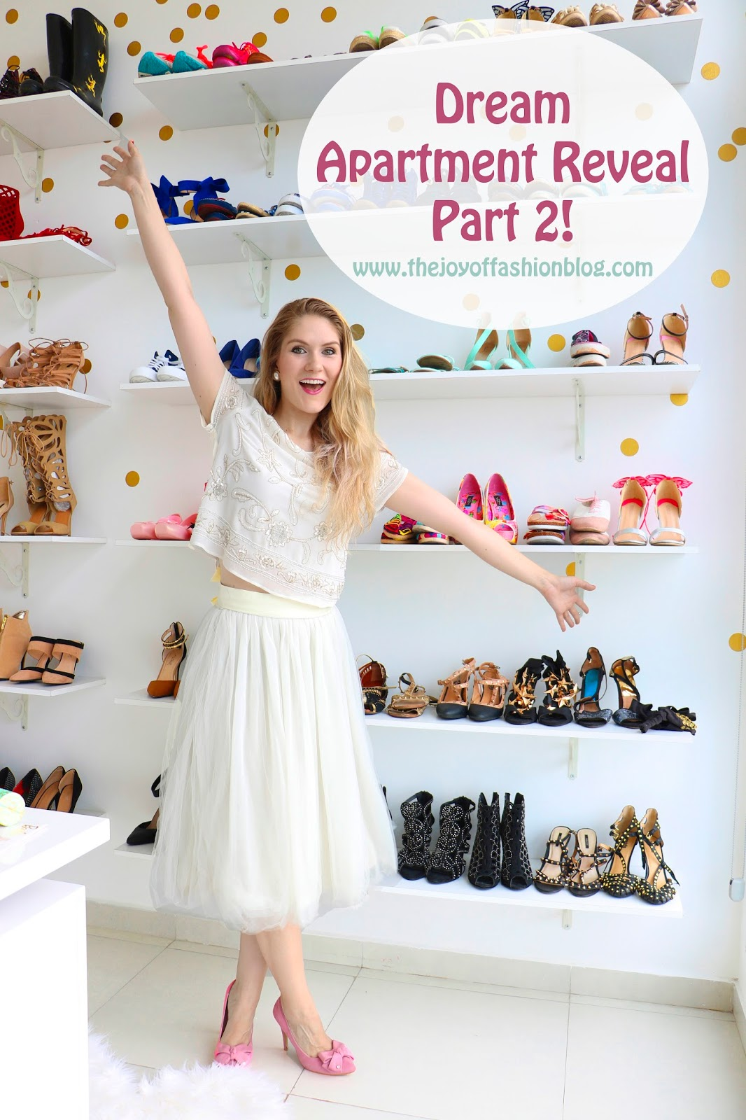 Ever wonder what a fashion blogger's closet looks like?? Click through to see the full reveal!