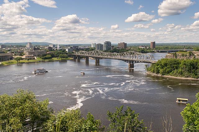 Vue sur la rivière des Outaouais depuis la colline parlementaire