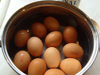 Tips merebus telur agar tidak pecah dan mudah dikupas kulitnya