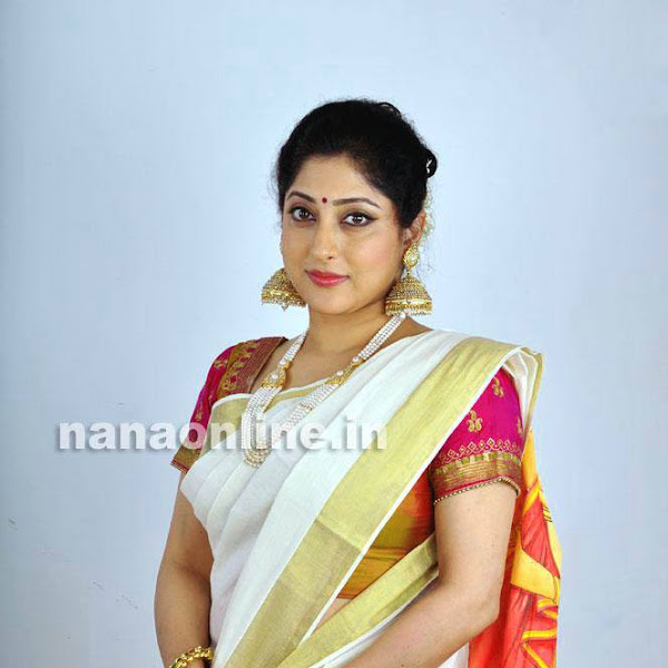 Lakshmi Gopalaswami latest hot photos in saree