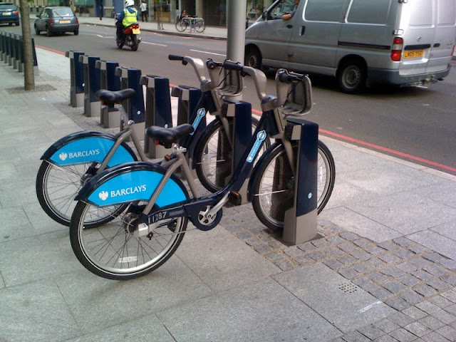 https://en.wikipedia.org/wiki/File:Barclayscyclehire.jpg