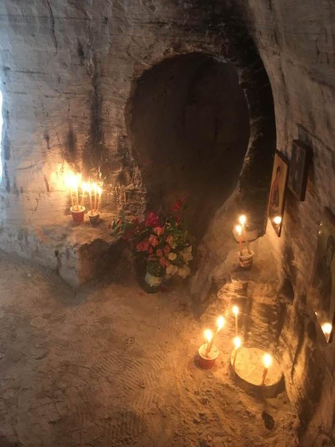 To σπήλαιο της Οσίας Μαρίας της Αιγυπτίας, στην Έρημο του Ιορδάνου Ποταμού