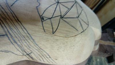 Charango baritono - Ronroco  - charangon luthier Claudio rojas en taller Antilko  - en proceso de construcción - tallado
