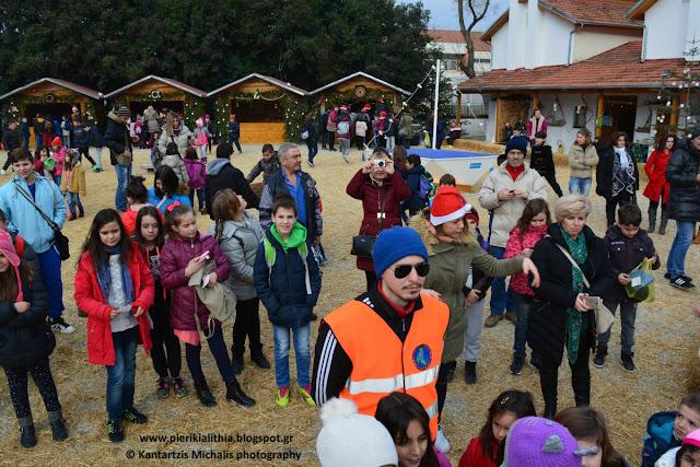 Χριστουγεννιάτικο Χωριό του Κόσμου. Επίσκεψη σχολείων 16-12-16. (ΦΩΤΟ)