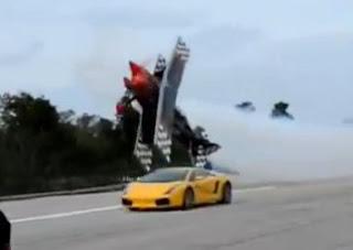 Τρελός πιλότος εναντίον Lamborghini! [video]