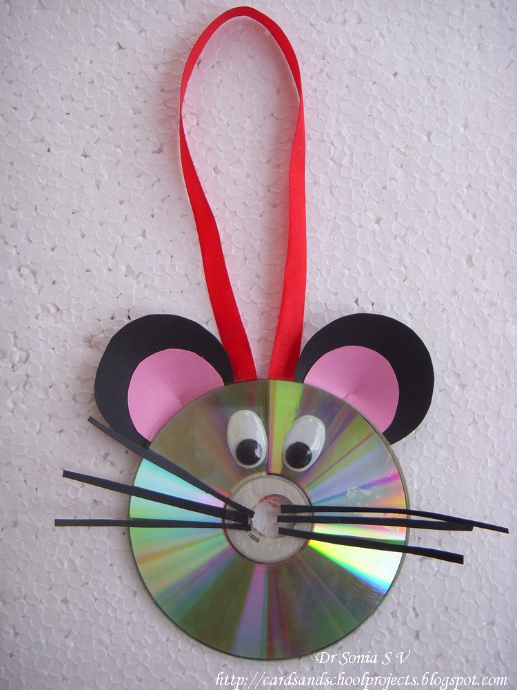 Cards crafts kids projects recycled cd craft for Wall hanging out of waste material