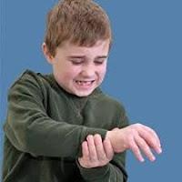 ¿Podrían los antibióticos aumentar el riesgo de artritis juvenil de un niño?