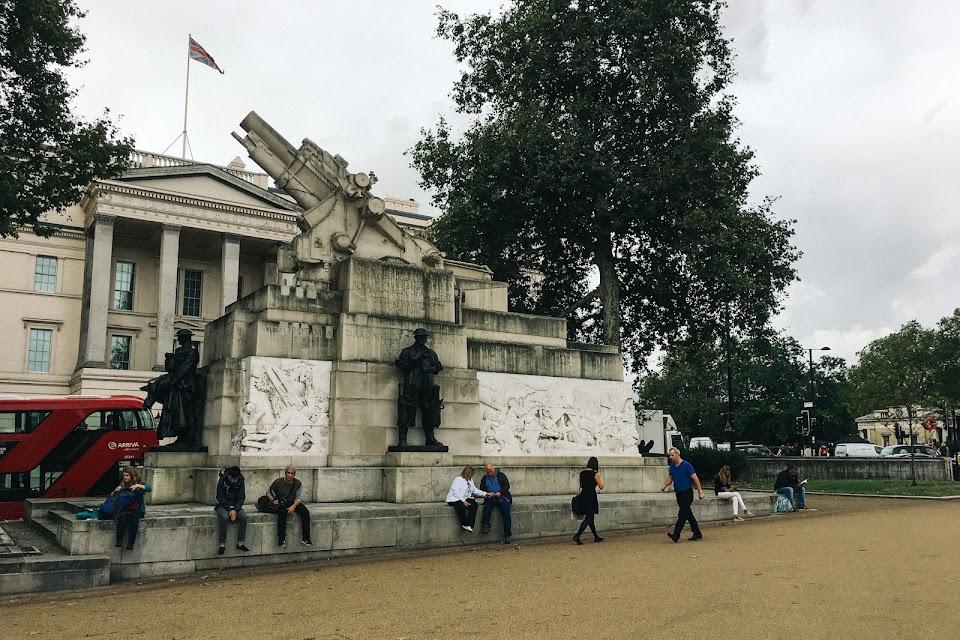 王立砲兵戦争記念碑 (Royal Artillery Memorial) 1925年