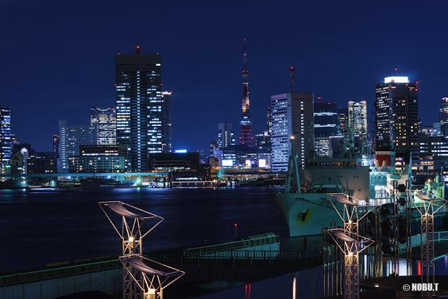 徐々に点灯される東京タワー