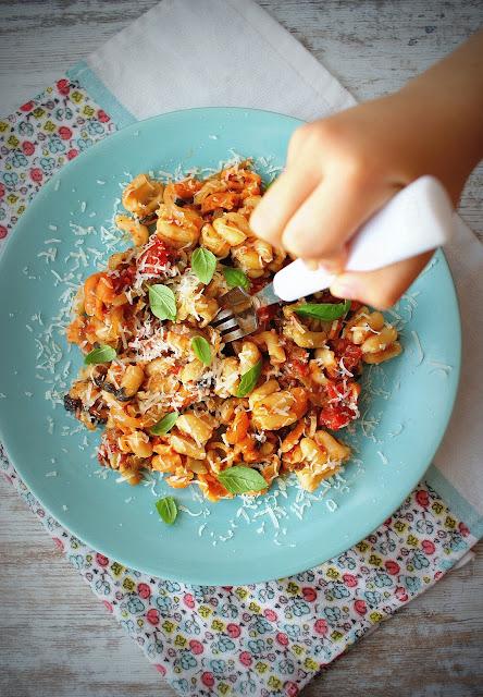 proeco,makaron,kuchnia wloska,proste przepisy na makarony,zdrowe jedzienie,ser owczy,daktyle,