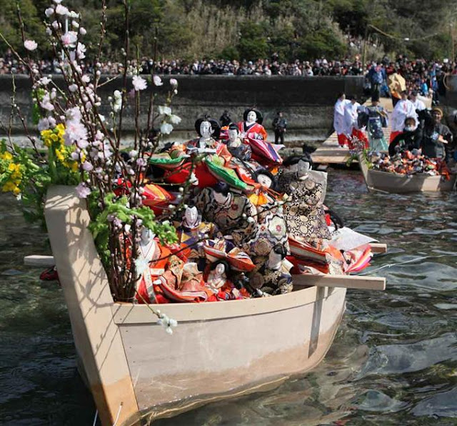 Hina Nagashi (floating of dolls down river) at Awashima Shrine, Wakayama
