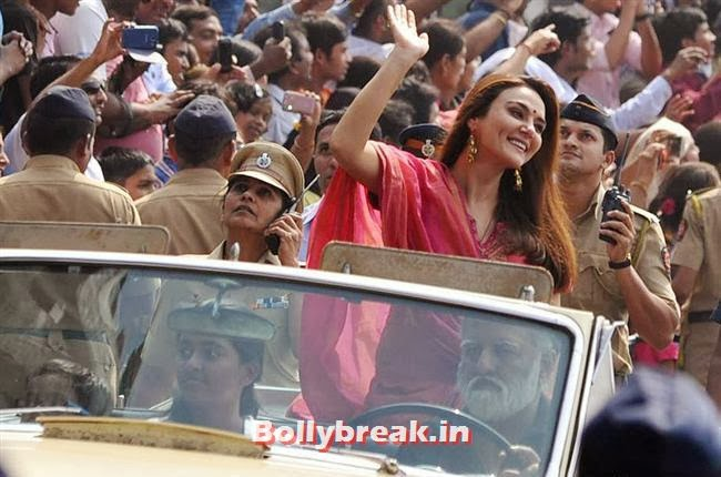 , Preity Zinta in Red Suit at Mumbai Republic Day Parade