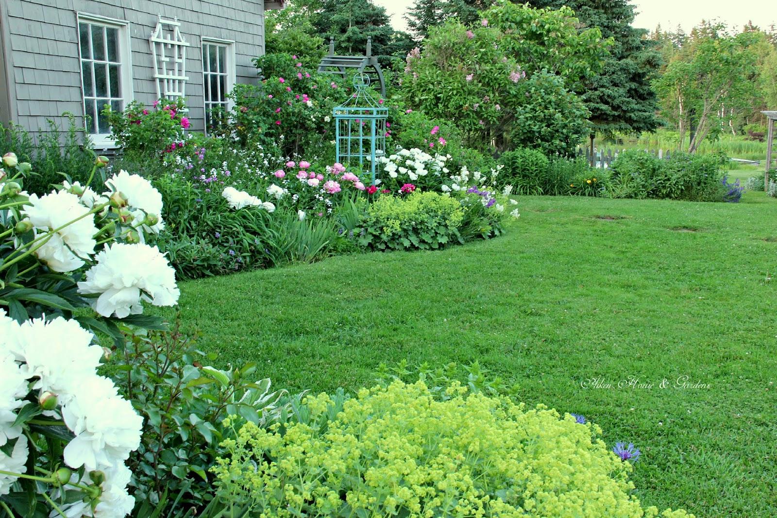 aiken house gardens french garden blues. Black Bedroom Furniture Sets. Home Design Ideas