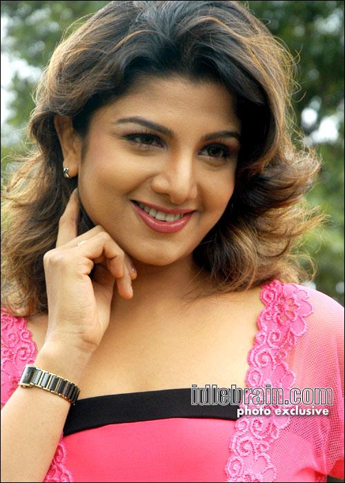 Anushka Shetty Cute Wallpapers Old Sexy Thigh Actress Rambha Hot Photos Hd Indian