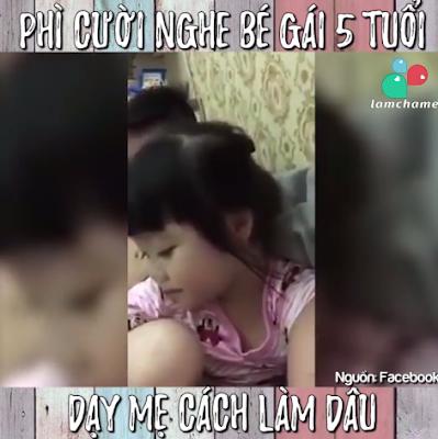 Clip vui – Mẹ dạy cách làm dâu cho con gái 5 tuổi