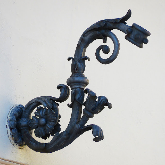 Old wrought iron flag pole holder, Piazza Cavour, Livorno