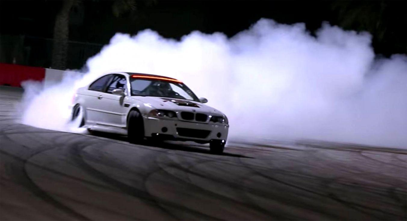 Bmw M1 Drift Burnout Smoke Hd Wallpaper Densus Wallpapers
