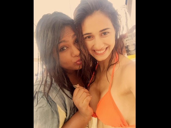 disha-patani-wearing-bikini-with-her-friend