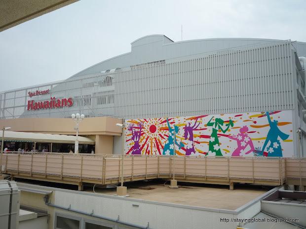 Japanese Life Visiting Japan' Theme Park Spa Resort Hawaiians