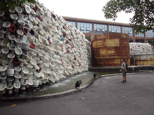 Monumento de urinarios en el gran horno nanfeng de Foshan