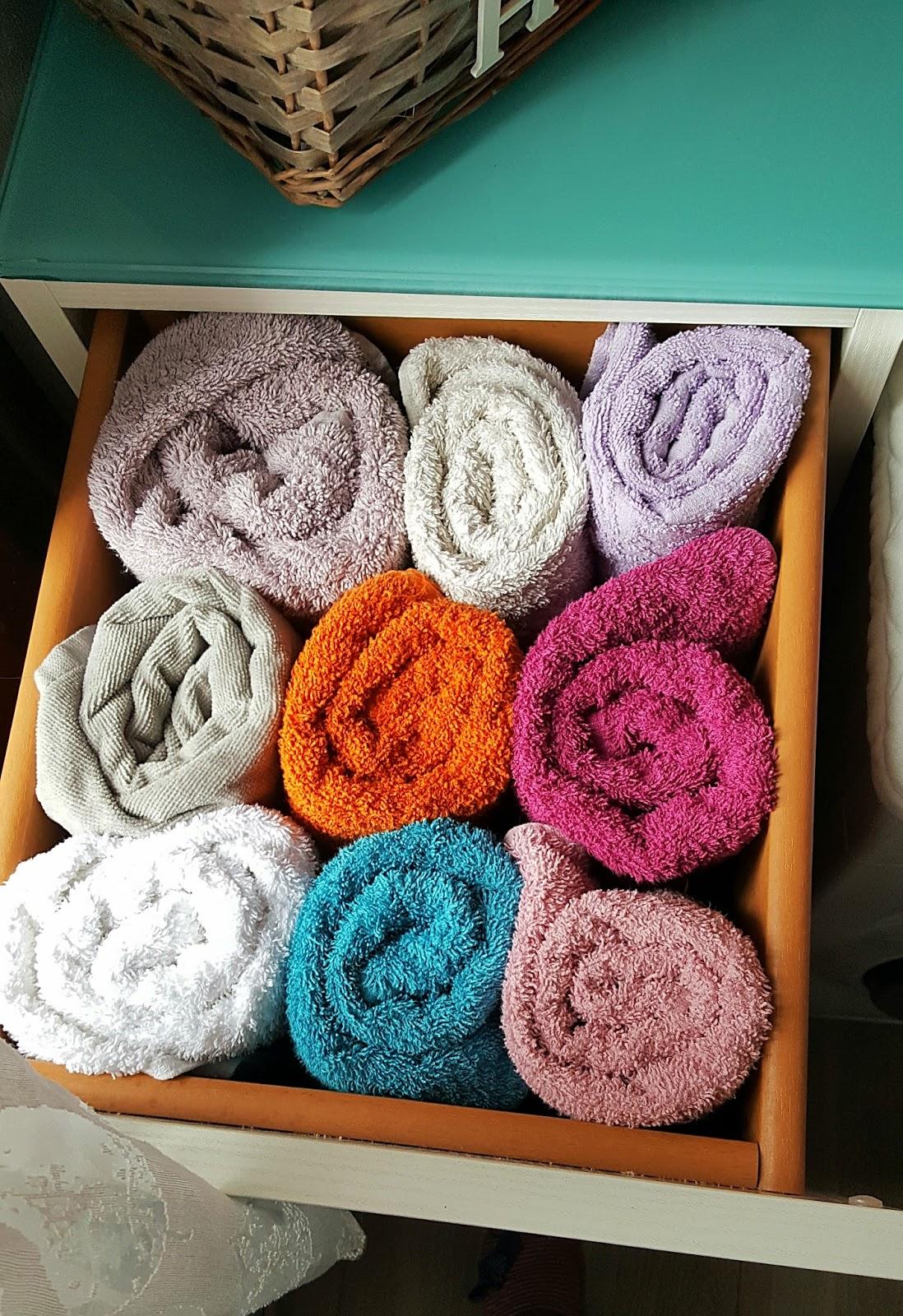 bd543549c4 Ad esempio gli asciugamani ne ho tanti ma spazio poco così li ho riordinati  in questa maniera: