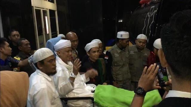 Tinggalkan RSCM, Ustaz Arifin Ilham Diterbangkan ke Penang Malaysia