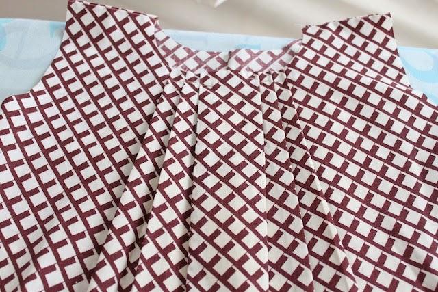 vestido de niña hecho con una funda de almohada
