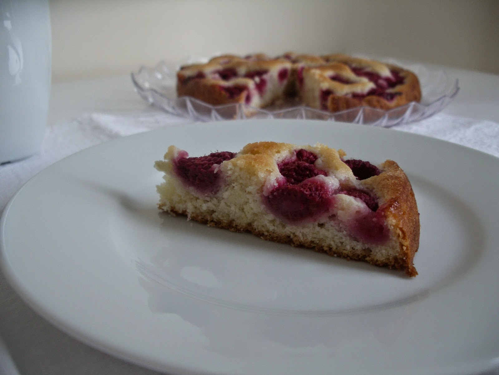 Raspberry laban cake
