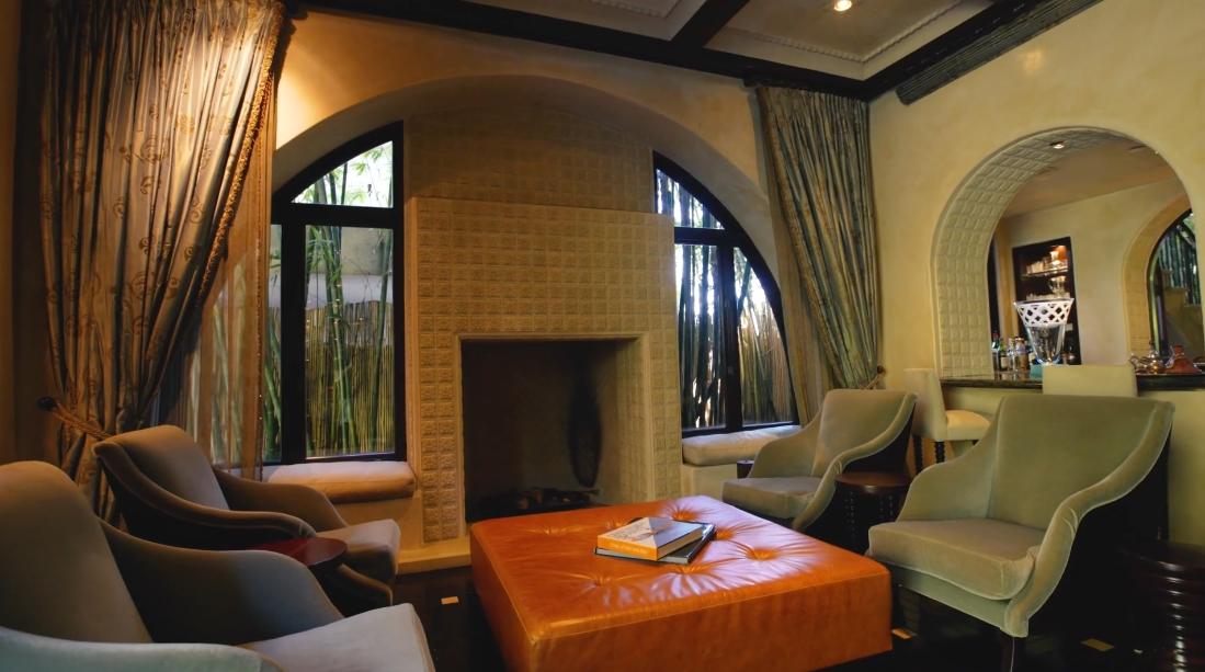 29 Interior Design Photos vs. Tour 715 N Alpine Dr, Beverly Hills, CA