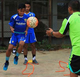 Pesepak bola muda asal Cirebon dikontrak persib