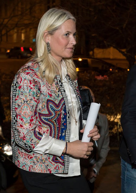 "Crown Princess attended an author meeting of seven female authors writing in ""nynorsk"" (new Norwegian) at the House of Literature in Oslo"