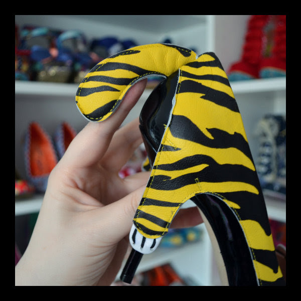 moschino cheap & chic tiger shoe tail detail