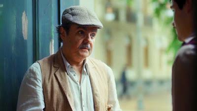 Afonso (Cássio Gabus Mendes) decide ajudar Alfredo (Nicolas Prattes) a arrumar um trabalho — Foto: Globo