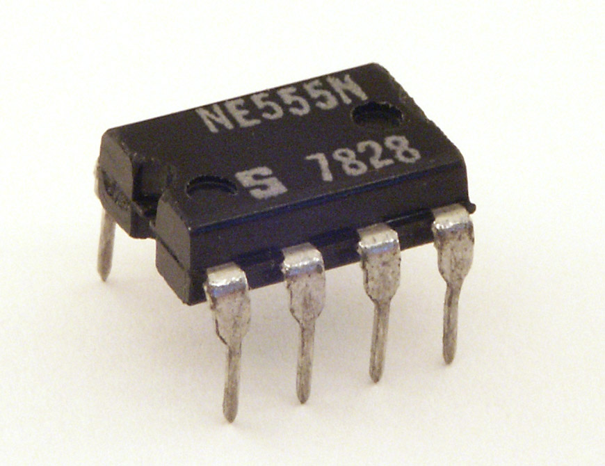 Transistor Flip Flop Circuit With Two 555 Timers Acting As Flip Flops