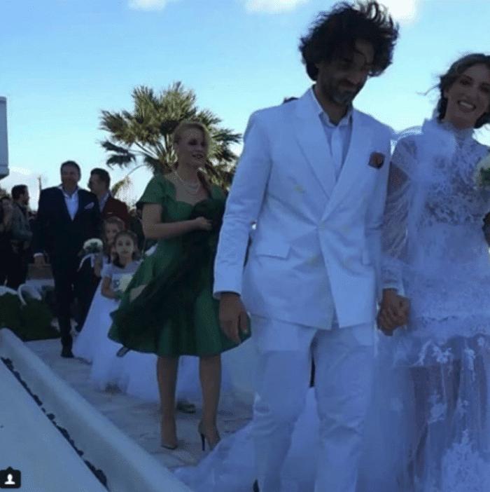 f40a66e8a396 Αθήνα Οικονομάκου γάμος  Σας άρεσε το νυφικό  Αυτό είναι το μεγάλο ...