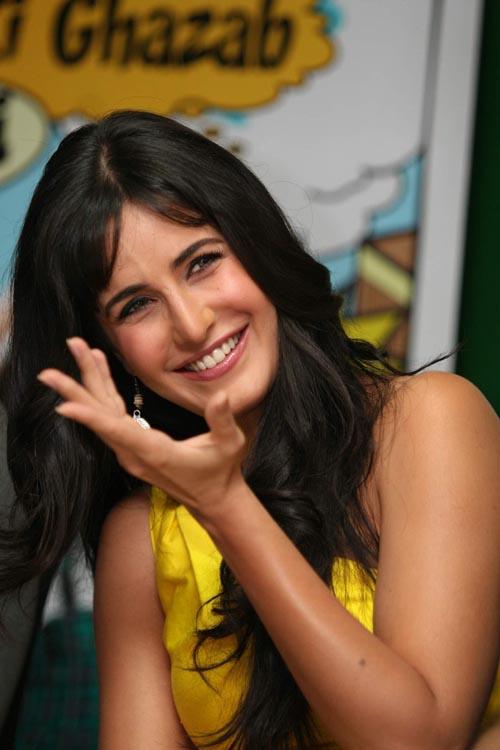 Katrina Kaif Lip Kiss With Hrithik Roshan  Katrina Kaif -4533