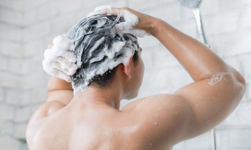 Hábitos Diários Que Estão Destruindo Seus Cabelo e Unhas